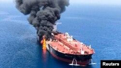 یکی از نفتکش های آسیب دیده در دریای عمان