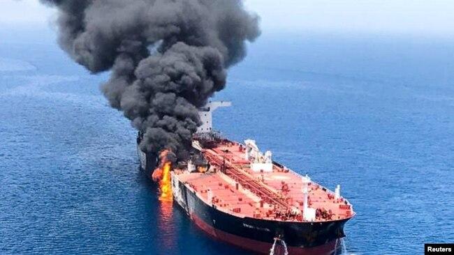 Một tàu chở dầu bốc cháy vì bị tấn công trong Vịnh Ôman, 13/6/2019