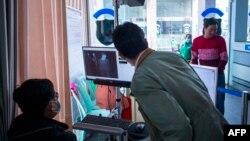 တရုတ္-ျမန္မာနယ္စပ္မွာ စက္ျဖင့္ စစ္ေဆးေန