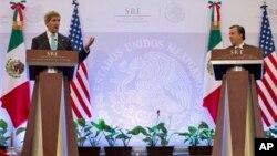 El secretario de Estado, John Kerry, dio una rueda de prensa en México con el canciller de ese país, José Antonio Meade.