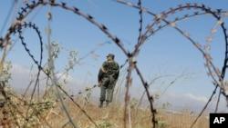 نیروی سوری در حال نگهبانی - آرشیو