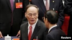 中国共产党第十九次全国代表大会闭幕式之后,王岐山离开会场,这是他最后一天担任中纪委书记和政治局常委(2017年10月24日)。