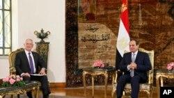 السیسی و متیس درباره همکاری نظامی و امنیتی بین دو کشور و راه های پیشبرد و تقویت آن مذاکره و تبادل نظر کردند.