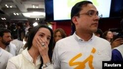2일 늦은 시각 콜롬비아 평화협정에 대한 국민투표가 부결된 것으로 확정되자, 찬성운동 진영 유권자들이 실망한 표정을 짓고 있다.