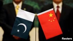 巴基斯坦和中國國旗。