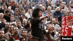 Người biểu tình chống ông Morsi hô khẩu hiệu chống chính phủ tại Quảng trường Tahrir ở Cairo, ngày 11/12/2012.