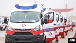 中國江西省南昌市一隊負責救護車準備前往武漢救援。(2020年2月12日)
