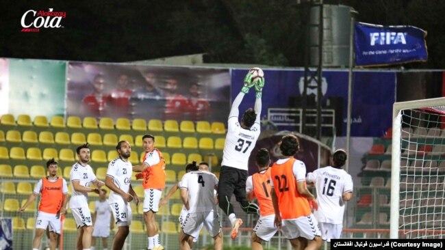 بازیکنان تیم ملی فوتبال افغانستان، بازی همآهنگ تری را در مقایسه با رقایت قبلی خود انجام دادند