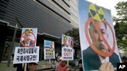 지난 15일 한국 서울에서 시민단체들이 대북 규탄 시위를 벌이고 있다.