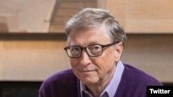 Bill Gates, el hombre que dirigió la revolución informática, un ex programador de computadoras y gerente de Microsoft, donó dinero para computadoras, internet y capacitación de bibliotecarios.