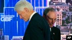 Mantan Presiden AS Bill Clinton dan mantan Walikota New York, Michael Bloomberg hadir dalam Forum Bisnis Dunia Bloomberg di New York, Rabu (20/9).