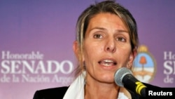 Judge Sandra Arroyo Salgado, ex-wife of late prosecutor Alberto Nisman, speaks to a group of senators in Buenos Aires, Feb. 12, 2015.