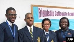 先修大学高中的学生,最左边是史蒂芬.尼尔二世