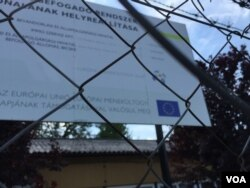 Sign shows the refugee camp at Bicske is supported by the EU. Hungary is grudgingly hosting asylum seekers. The government hopes its upcoming referendum on will pressure the EU to reform its migration policy. (L. Ramirez/VOA)