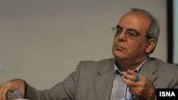 عباس عبدی، از فعالان سیاسی اصلاح طلب