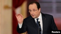 French President Francois Hollande answers questions during news conference at Elysee Palace, Paris, Jan. 14, 2014.