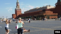控制俄羅斯新聞媒體之後,克里姆林宮日益關注互聯網。莫斯科紅場和克里姆林宮。 (美國之音白樺拍攝)