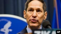 Giám đốc Trung tâm kiểm soát và Phòng ngừa dịch bệnh Tiến sĩ Thomas Frieden phát biểu trong một cuộc họp báo tại hội nghị thượng đỉnh Zika ngày 01 tháng 4 năm 2016 ở Atlanta.
