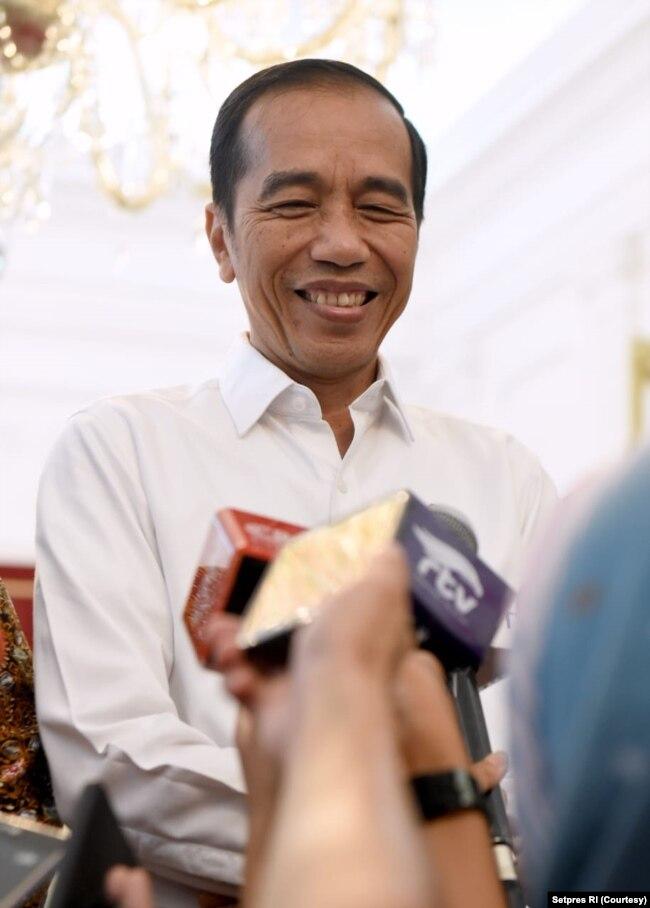 Presiden Joko Widodo dalam pidato pelantikan di Jakarta, Minggu sore (20/10) mengatakan siap capai pembangunan dengan beragam cara baru.