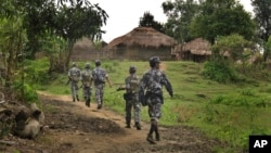 缅甸边防警察在当地巡逻。(2017年7月14日)
