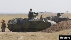 土耳其軍隊在接近敘利亞邊界地區巡邏