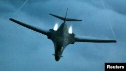 Máy bay ném bom B-1B Lancer trong một cuộc không kích ở Afghanistan. (Ảnh tư liệu)