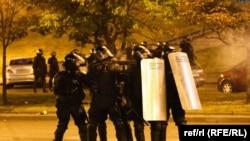 დემონსტრანტების დასაშლელად პოლიცია რეზინის ტყვიებს ისვრის, 9-10 აგვისტო, 2020