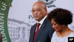 Presidente Jacob Zuma e a presidente do parlamento, Beleka Mbete.