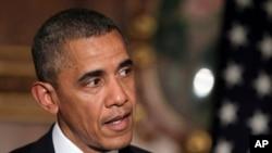 24일 일본을 방문 중인 바락 오바마 미국 대통령이 아베 신조 일본 총리와 공동기자회견을 가진 자리에서 발언하고 있다.