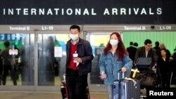 Pasagjerët nga Kina duke mbërritur në Aeroportin Ndërkombëtar të Los Anxhelosit