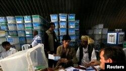 بازشماری آرای انتخابات ریاست جمهوری افغانستان به همت سازمان ملل و کمیسیون مستقل انتخابات در حال اتمام است.
