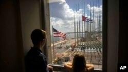 La bandera estadounidense se izó por primera vez en 54 años en La Habana.