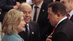 هوگو چاوز و هیلاری کلینتون در مراسم سوگند ریاست جمهوری رهبر جدید برزیل