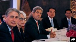 British Foreign Secretary Philip Hammond, left, U.S. Under Secretary for Political Affairs Wendy Sherman, 2nd left, U.S. Secretary of State John Kerry in Vienna, Austria, June 28, 2015.