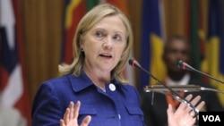 Menlu AS, Hillary Clinton memberikan pidato di Addis Ababa, Ethiopia (13/6).