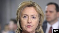 Ngoại trương Clinton đến Cairo sau khi tham dự hội nghị bộ trưởng ngoại giao khối G 8 tại Paris