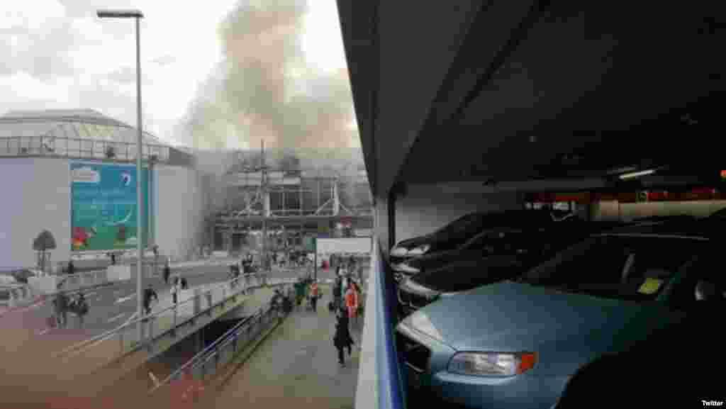 بیلجیئم کے دارالحکومت برسلز کے ہوائی اڈے اور میٹرو اسٹیشن پر منگل کو یکے بعد دیگرے تین دھماکے ہوئے۔