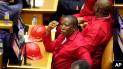 Le chef de l'opposition Julius Malema au Parlement, à Cape Town, Afrique du sud, le 11 février 2016.