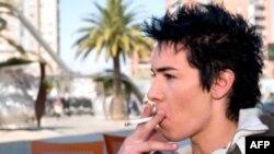 Spanja një hap më pranë disa prej ligjeve më strikte kundër duhanit