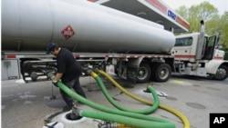 中國對原油的需求日益增加﹐並積極在海外拓展能源供應渠道。