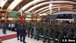 """美國和菲律賓2018年5月7日啟動""""肩并肩""""年度軍演。(美國海軍照片)"""