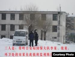 轮流监视陈庆霞的人员和面包车(图片由支持陈庆霞团体提供)