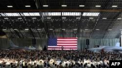 ABŞ prezidenti Donald Tramp Yokota hərbi hava bazasında Amerika əsgərləri qarşısında çıxış edir