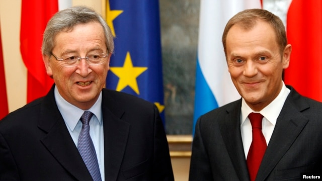 FILE - Poland's Prime Minister Donald Tusk (R) and Luxemburg's Prime Minister Jean-Claude Juncker posse to the media during their meeting at Prime Minister Chancellery in Warsaw April 29, 2009.
