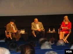 李敦白與製作人接受觀眾提問