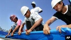 Muchos inmigrantes indocumentados contribuyen al fondo de retiro del Seguro Social, pero no se les permite cobrar beneficios.