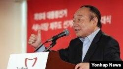 지난해 10월 제주도당 대통령선거대책위 출범식에서 인사말을 하고 있는 현경대 전 의원. (자료사진)