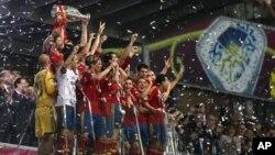 L'Espagne en fête après sa victoire sur l'Italie (1er juillet 2012)
