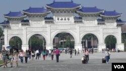 自由广场(中正纪念堂)-台北 (美国之音许波拍摄)