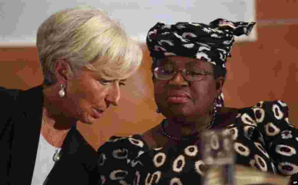 International Monetary Fund Managing Director Christine Lagarde, left, and Nigeria's Finance Minister Ngozi Okonjo-Iweala confer during roundtable meeting with Nigerian business executives in Lagos, Nigeria, Tuesday, Dec 20, 2011. Lagarde warned Nigeria c